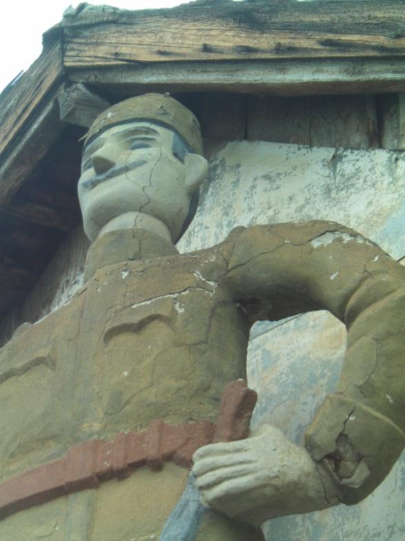 Izgled spomenika krajputaša pre restauracije